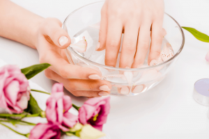 Best Manicure Bowl for Soaking Your Nails of 2020